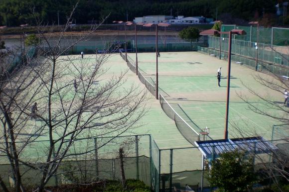 テニスコート(現在、利用できません)